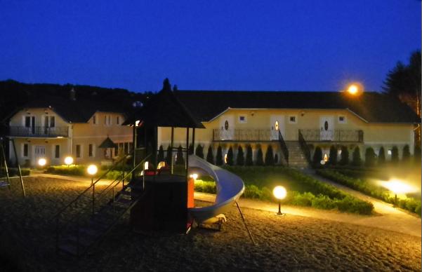 dvorište noću
